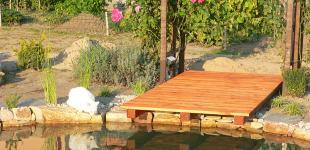 Zahradní jezírka: Molo u jezírka v Čečelicích