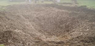 Zahradní jezírka: Stavba jezírka Líšnice - hrubý výkop v břidlicovém podloží