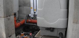Zahradní jezírka: Stavba jezírka Železná - kompletace strojovny jezírka02