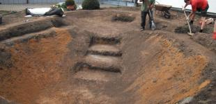 Zahradní jezírka: Stavba jezírka Železná - ruční modelace výkopu jezírka