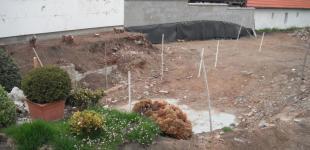 Zahradní jezírka: Stavba jezírka Železná - těžké podmínky výkopu