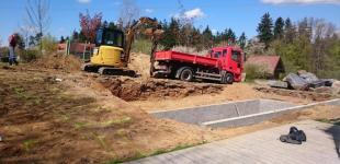 Zahradní jezírka: Stavba koupacího jezírka Klokočná - doladění břehové části