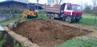 Zahradní jezírka: Stavba koupacího jezírka Klokočná - hrubé výkopové práce