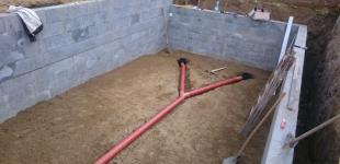 Zahradní jezírka: Stavba koupacího jezírka Klokočná - osazení gulí