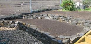 Zahradní jezírka: Suché zídky z čediče Pacov II