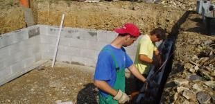 Zahradní jezírka: stavba koupacího jezírka Osnice - vyzdívka koupací části