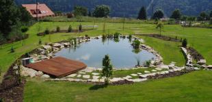 Zahradní jezírka: stavba koupacího jezírka Sázava - hotové jezírko04