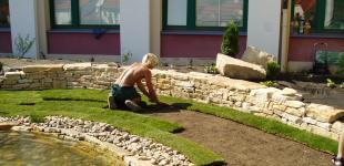Zahradní jezírka: suchá zídka s pískovce