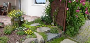 Zahradní jezírka: suché ztídky z čediče Hlubočinka III