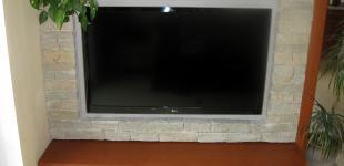 Zahradní jezírka: vyzdívka z kamene - TV stěna