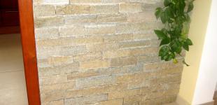 Zahradní jezírka: vyzdívka z kamene - barová zídka